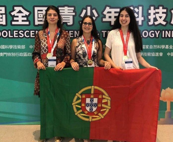 Estudantes usam casca de amendoim para absorver mercúrio da ria de Aveiro — e ganham prémio em Macau