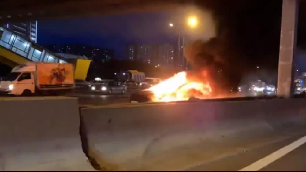 Tesla Model S explode após acidente com camião, alegadamente em Autopiloto